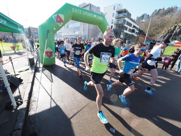 Maraton: Felles strt for hel og halv maraton i Holmestrand.