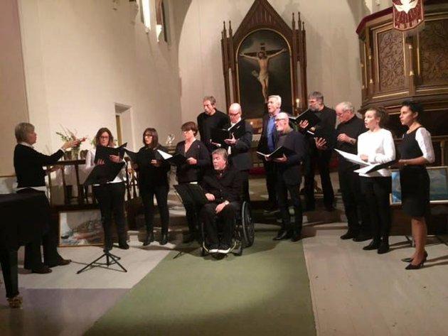 Marcel Singers sang tre stykker kirkemusikk vidunderlig vakkert. Dirigenten for Marcel singers heter Katrine Kristiansen.