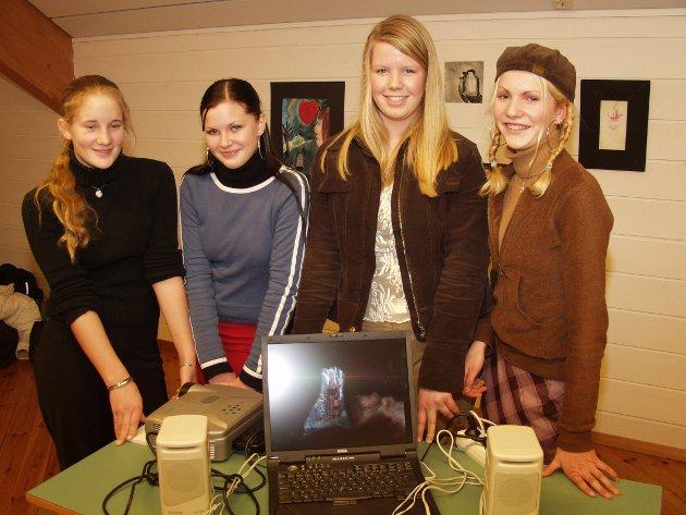 Lene Marit Hvidevold (f.v.), Eli Konstanse Romsø, Susanne Sjo og Solveig Robberstad Næss stilte med filmen Kongens disippel, som dei sjølve hadde laga. (2003)