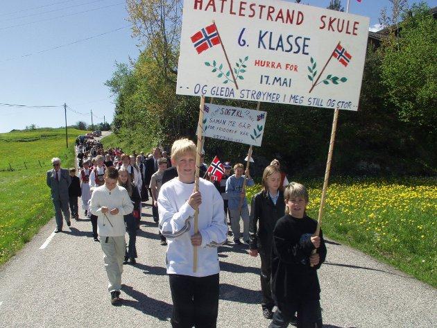HATLESTRAND. 17. mai på Hatlestrand 2002.