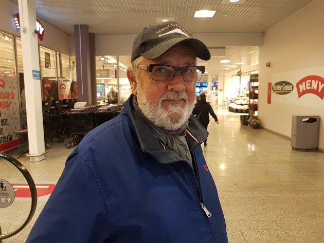 VELDIG RART: Jeg husker det veldig godt. Jeg satt i bilen på vei hjem fra Notodden da nyheten kom på radio. Først forsto jeg ikke hva det var, jeg trodde jeg hadde satt på noe slags krim-hørespill. Da jeg kom hjem å fikk se det på tv skjønte jeg alvoret i det hele, forteller Jan Ivar Bjerknes (74)