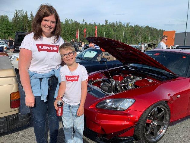 Fra Hvittingfoss: Karoline Iversen og sønnen Alexander Augerud (7).