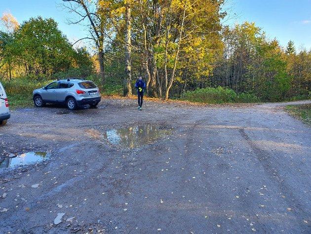 Starten: Vi kunne også valgt parkeringen ved Gjellebekkstubben som utgangspunkt, men valget falt på den lille parkeringsplassen ved Kjenner.