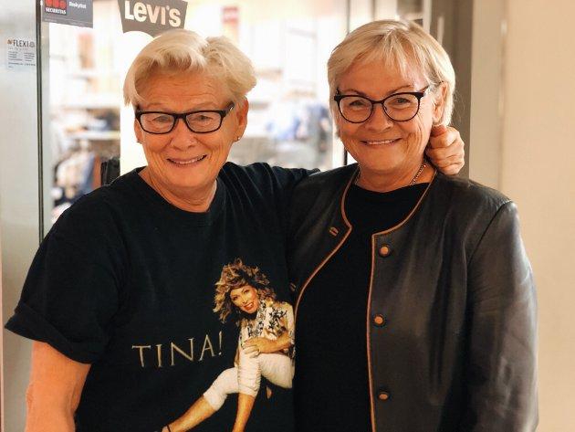 Søstre på tur: Tidligere sjef på Ungdomshuset V2 Mari Grimsrud og hennes søster Anne Grimsrud har tatt turen til Liertoppen. Med seg på laget har de også Tina Turner.