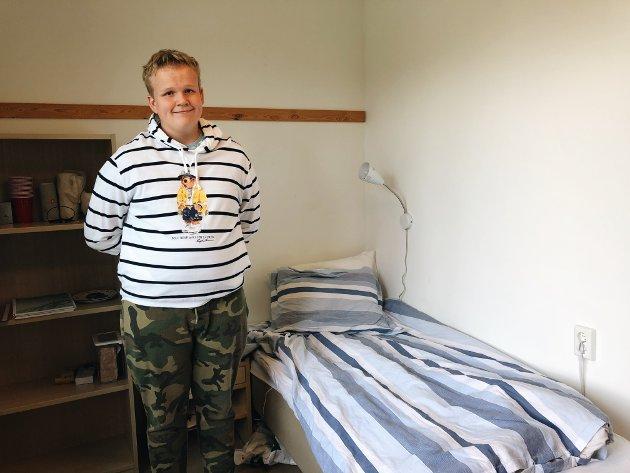 Viser rommet sitt: Jonas Forsberg Eskild (16) viser fram hybelen sin.