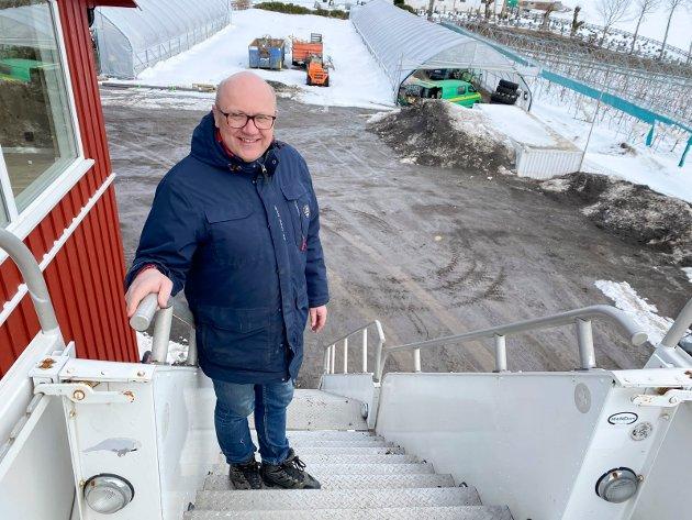 Trappesjefen: Simen Myhrene ønsker velkommen i trappa.