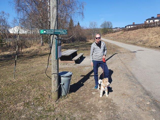 Starten: Vi starter nedenfor Haskoll med Per Gunnar Skråmo og Foxterrieren Enzo.