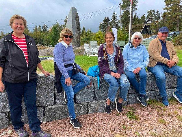 Sidsel Ulriksen (fra v.), Marit Draugsvoll, May Kristensen, Anne-Kari Nielsen og Birger Nielsen koste seg på Haugstua på søndag.