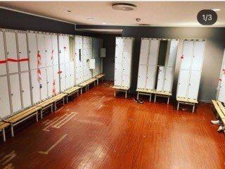 Garderoben før oppussing.