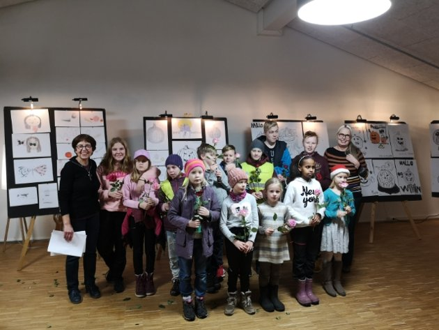 UTSTILLING: Keramikk, tegning og poesi-elevene åpnet sin juleutstilling som er åpen hele uka i Meieriet kultursenter.