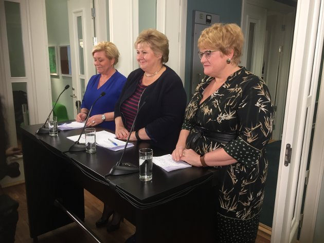 NY REGJERING: Erna Solberg, Siv Jensen og Trine Skei Grande presenterte Jeløya-plattformen søndag ettermiddag. Onsdag ble resten av regjeringen presentert med nye og gamle ministre på Slottsplassen.