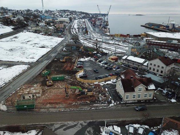 """Bildet viser at hele Nyquistbyen og Boyerbakken er revet. 4 etasje mur blokker som """"Huset på prairien"""" og """"Port Arthur""""  gjenstår"""