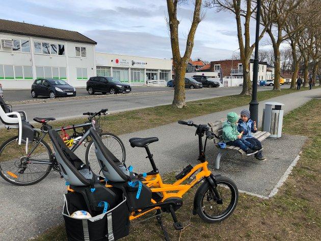Blide barn på sykkeltur