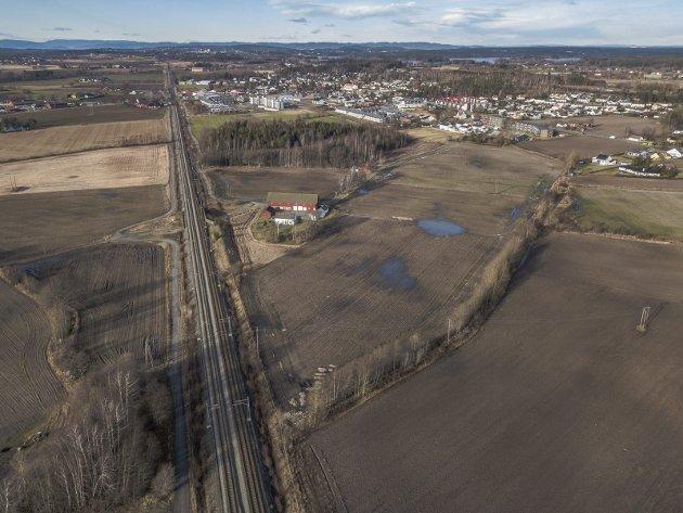 Her? I dette området, syd for Halmstad, kan det bli en fremtidig togparkering.