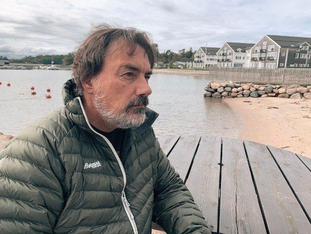 FRYKTERDYSTERHEKSEGRYTE.André Van Ingelgem (57) er sikker på at innføring av boplikt i Larkollen vil ødelegge det gode miljøet og samholdet mellom fastboende og hytteeiere.