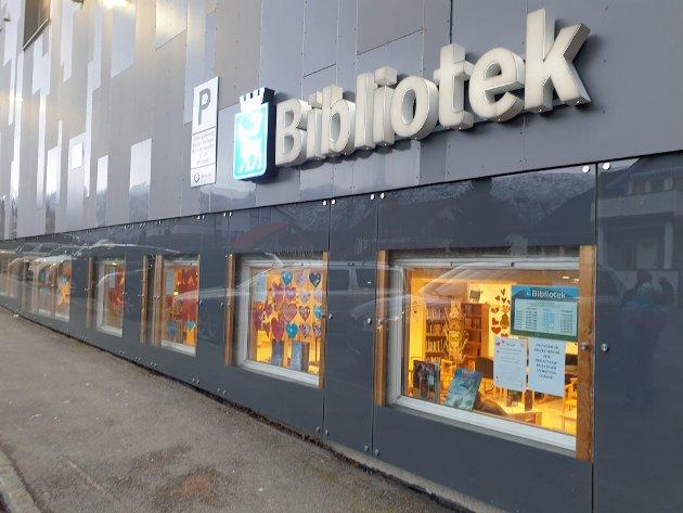 Bydelsrådet i Tromsdalen har kastet seg i kampen for å berge biblioteket i bydelen.