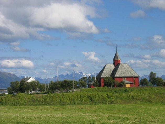 Bø kommune fikk mye oppmerksomhet etter de senket formueskatten. Her er Bø Kirke. Foto: Bø kommune