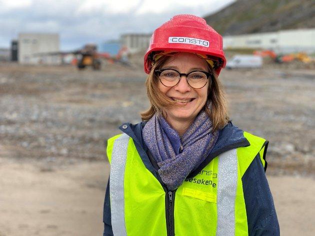Finnmarkssykehuset åpner denne uka den første av en serie e-klinikker i Finnmark, skriver Siri Tau Ursin, her på befaring på tomta til nye Hammerfest sykehus.