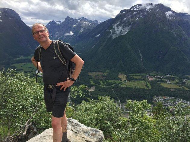 Etter min mening må vi, ved nye konsesjonsbehandlinger fremover, si klart nei til nye vindturbiner i fjellheimen og øvrig uberørt natur, skriver Jens Revold, her på tur i Romsdalen.
