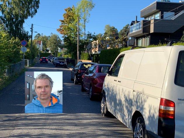 Asle Rein (innfelt) mener gateparkering er å oppta plass av et fellesgode.