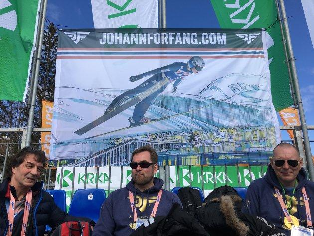 Her er banneren som er hengt opp i bakken.