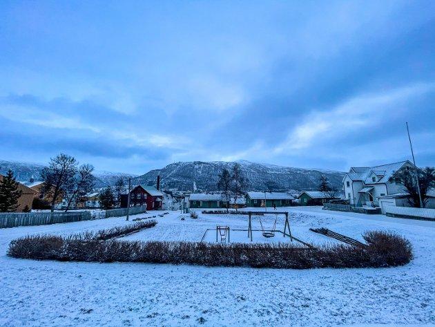 STRIMMELEN: Den lille parken ved Strimmelen har fått årets første snøfall.