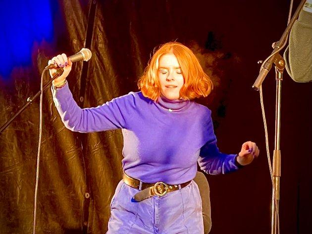 DISKODIVA: Sofie Lauritzen er ung og lovende vokalist i bandet Homo.