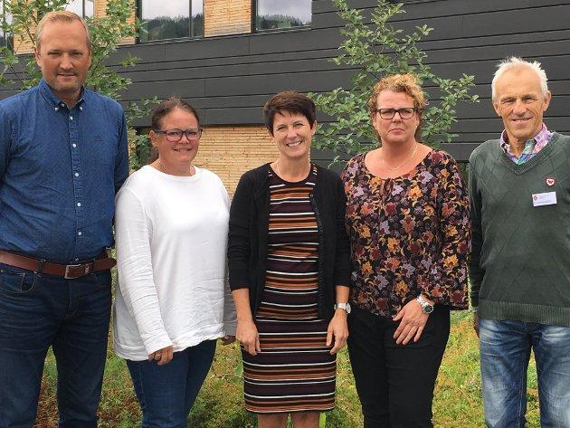 Ivar Vistekleiven (nestleiar), Kari Anne Jønnes, Aud Hove (leiar), Mariann Isumhaugen og Trygve Brandrud i rovviltnemnda er bekymret for utviklingen av tapstall til ulv og bjørn i Oppland.
