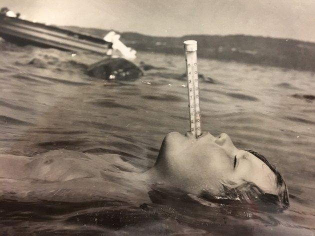 Det har vært varmt før også. Her et bilde som er stemplet året 1986 og gradestokken i guttens munn viser 31 grader.