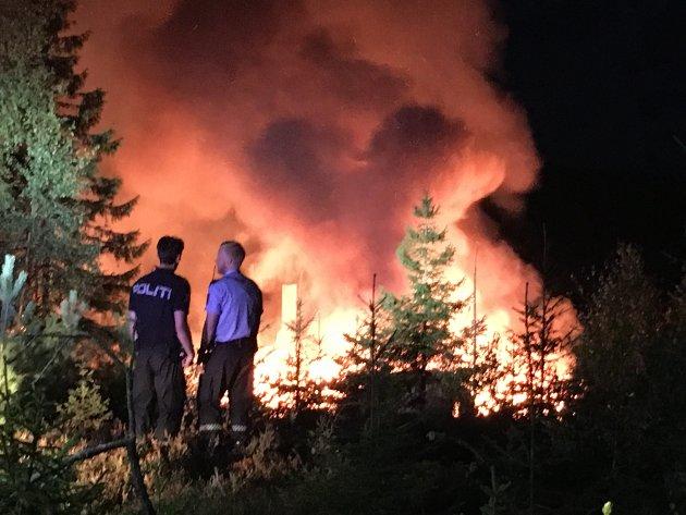 Politiet vil etterforske brannen for å finne årsaken.