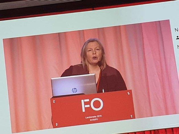 Åse-Kari Kobbersletten på talerstolen under FOs landsmøte
