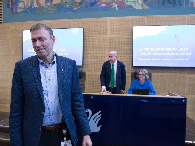 SVARER IDAG: Sommeren 2016 fikk rådmann Magnus Mathisen ros for jobben administrasjonen gjorde med Hunton-avtalen. Nå må han redegjøre for hva som skjedde. Dette bildet er tatt fra et kommunestyremøte i fjor.