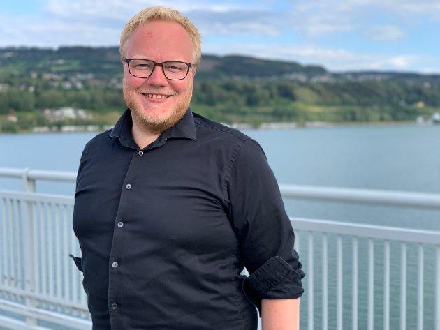 TENNER: - Innlandet SV vil satse videre slik at tannhelsa i Innlandet ikke blir smilet som bleknet, men gode tjenester nært der vi lever livene våre, skriver Bjørnar Tollan Jordet.