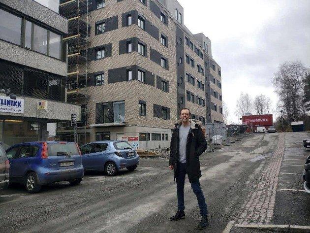 Boligprisene i Akershus stiger nå raskere enn selv i Oslo. SV krever skatt på boligspekulantene for å roe prisveksten.