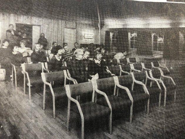 Alle de ansatte ved Ski ungdomsskole var innkalt til møte på Mork for å komme til bunns i konflikten mellom skolens ansatte. Til dette hadde de fått hjelp fra to psykologer