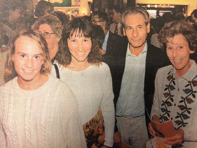 Heidi Ruud, Marit Ruud og Tutta og Otto Skuldal sto i kø for å kjøpe premierebilletter til Kristin Lavransdatter-filmen.