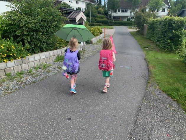 FØRSTE TUR: Over 100 000 barn mellom 6 og 10 år deltar ikke i skolefritidsordningen, mange fordi familien ikke har råd, skriver Tuva Moflag (A) her. Selv har hun levert 6-åringene sine på SFO for første gang denne uken.