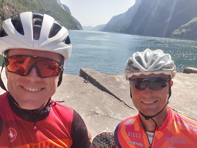 Tor-Einar Skog (49) og kompisen Jon Smogeli (52) er på sykkelferie sammen