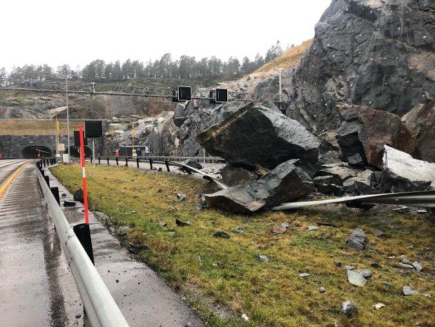 AVDEKKER SVIKT: Steinraset på Bommestad ser ut til å avdekke en svikt i planleggingen av ny E18, da det ble bestemt at den gamle veien kunne fjernes uten problemer.