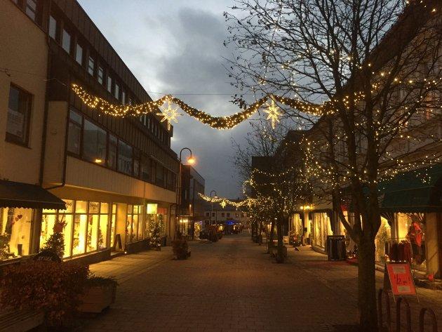 Julelys skaper stemning og varme i byen vår