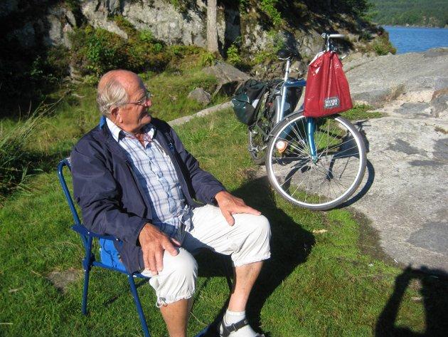 Jan Thomas Høeg hadde mange interesser og begavelser. Han fortalte også gjerne om sin oppvekst og om livet i Larvik i gamle dager. På den måten ble han en brobygger til det som engang var, skriver Kjell Ronald Hansen i dette innlegget..