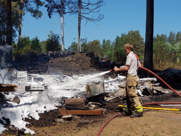 Torsdag rett før klokken 12 meldte Innlandet politidistrikt om brann på Tangenodden camping. Foto: Lars Bryn Nyland