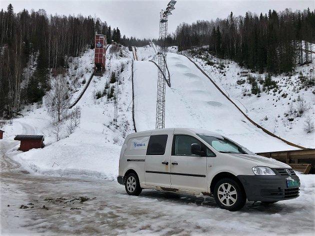MILDT: Januar har vært uvanlig mild. Som her i hoppbakken på Rena, der mangel på snø gjorde det vanskelig å arrangere hopprenn i midten av måneden.