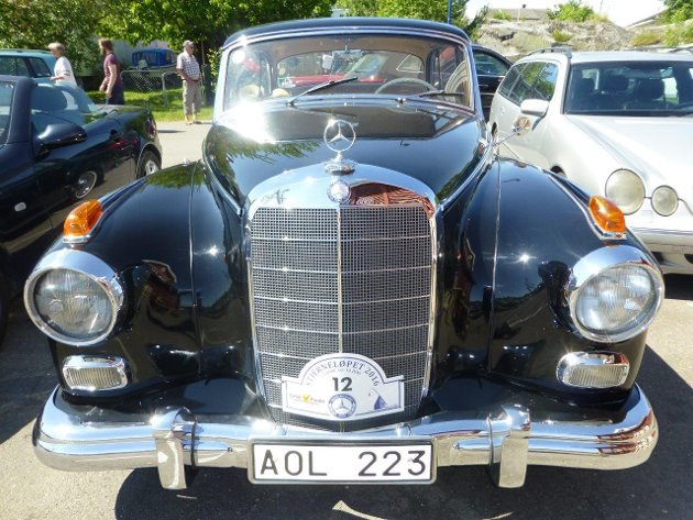 STJERNETREFF: Det var mange flotte biler å se på Mercedes-treffet på Hvasser i helgen.