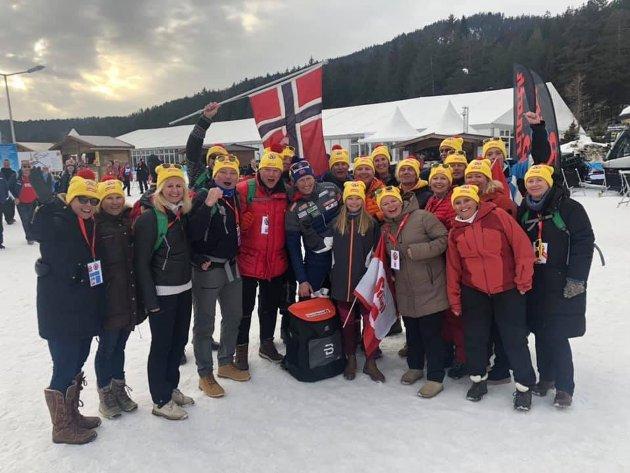 Her er et gruppebilde sammen med øyenes mann i Skiforbundet, Espen Bjervig.