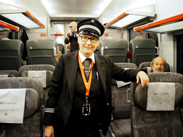 Konduktørleder Astrid Tone Kvale gleder seg over en ny hverdag for de reisende med toget.