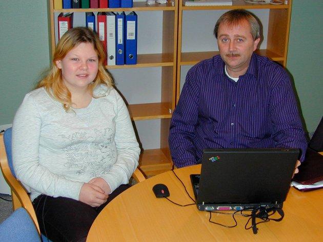 Ungt entreprenørskap: Frank Vidar Skaug fra Prior, elev Linn Therese Trinborg i 2005.