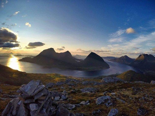 Helgeland har vært blant vinnerne i sommer når det gjelder turisme. Men høsten blir tøff for reiselivsbransjen. Illustrasjonsfoto: Wikimedia Commons