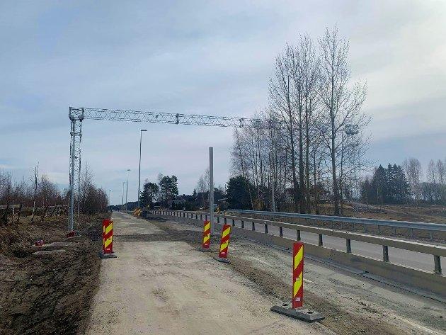 OMSTRIDT: Bommen som er under bygging på Bergshøgda, skaper debatt.
