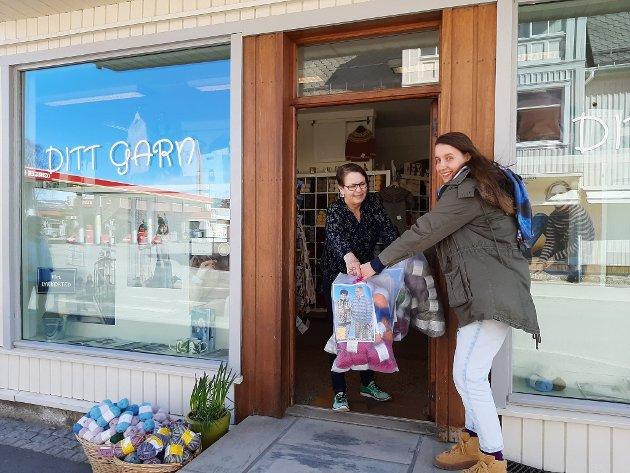 Plamena Dicheva henter garn hos Anne Bente Lund Feiring i butikken Ditt Garn.